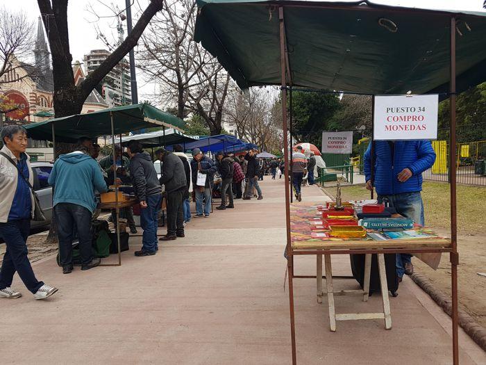 La Feria de Numismática y Filatelia se reune ahora sobre la avenida Rivadavia.
