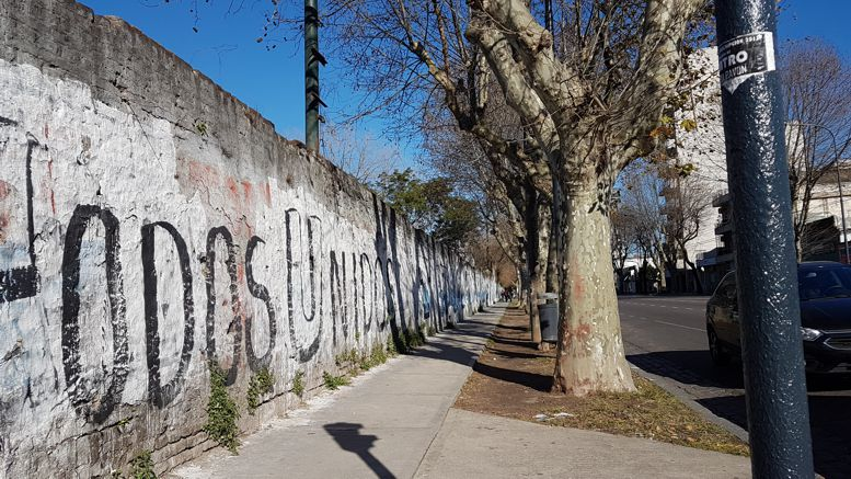Sobre la Avenida Avellaneda, donde se jugó al polo, rugby, fútbol, crocket. Un lugar para vincular con la historia del deporte en Caballito.