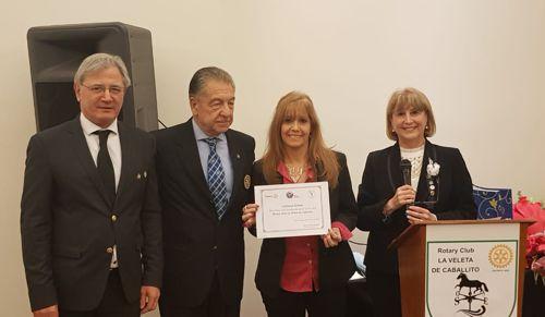Incorporación de la nueva socia, Liliana Arnaiz, junto a Susana Espósito, el gobernador Horacio Mollo y el exgobernador Osvaldo Lazzati.