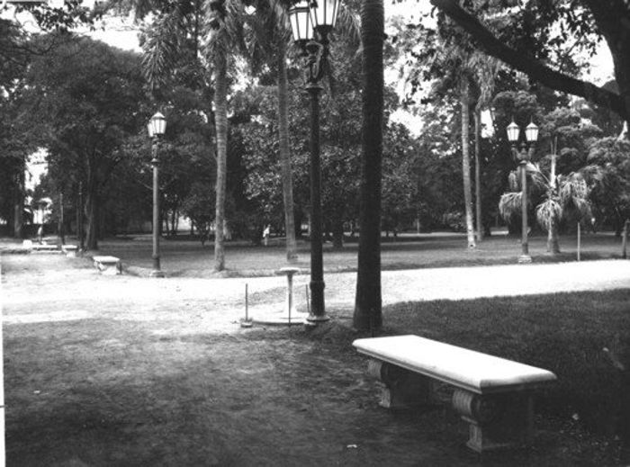 El recorrido fue ilustrado con fotos antiguas del parque y de la quinta Lezica.