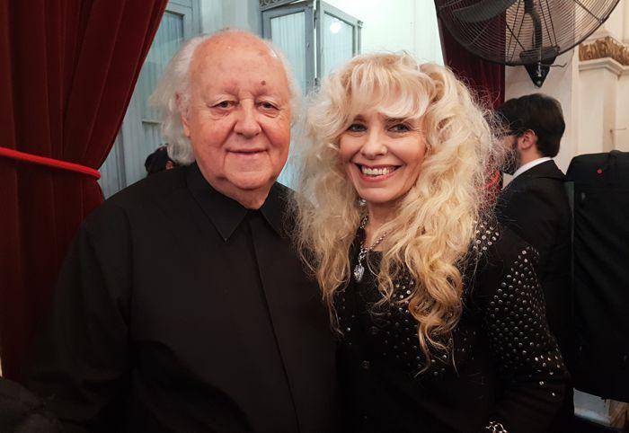 El Maestro Mario Perusso, director de la Banda Sinfónica junto a Cristina Roces, a cargo del Departamento de Cultura del Club Italiano.