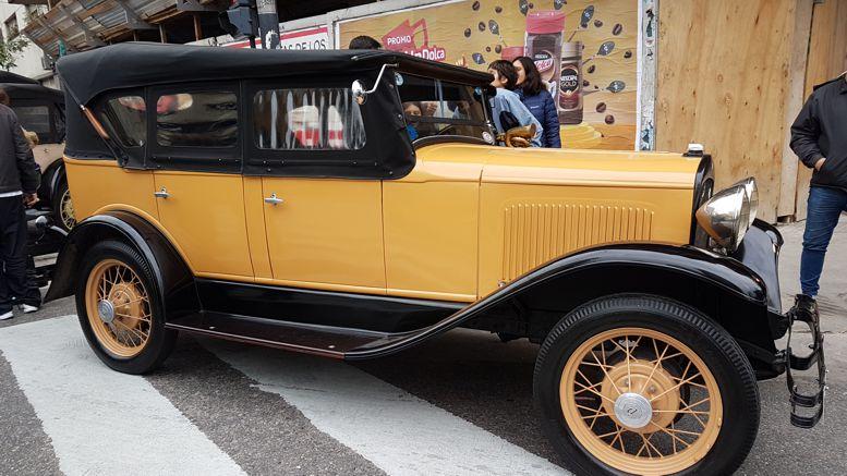 Otra gran atracción fue la exposición de autos antiguos.