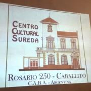 La visita comenzó con la proyección de imágenes antiguas y actuales de a casa.