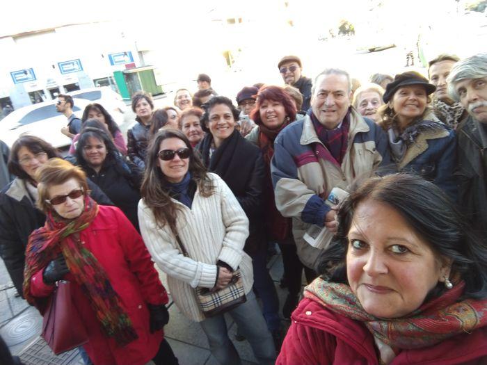 Un nutrido grupo de visitantes compartió el recorrido, partiendo del monumento al Cid Campeador.