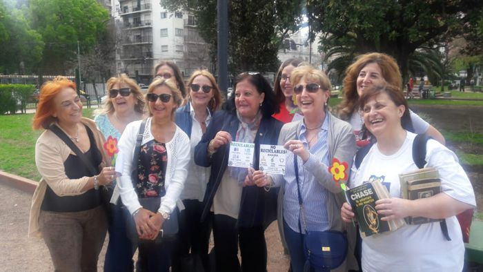 "Integrantes de Rotary Club ""La Veleta de Caballito"" en el Parque Rivadavia."