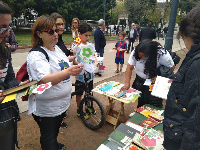 Patricia estuvo al frente de la tarea de entregar los libros-
