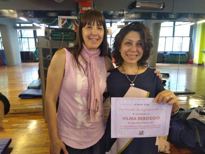 La Dra. Vilma Rebossio recibe su reconocimiento. Entrega la Prof de Le Parc Fabiana Díaz. ambas son socias fundadoras de Rotary Club La Veleta de Caballito