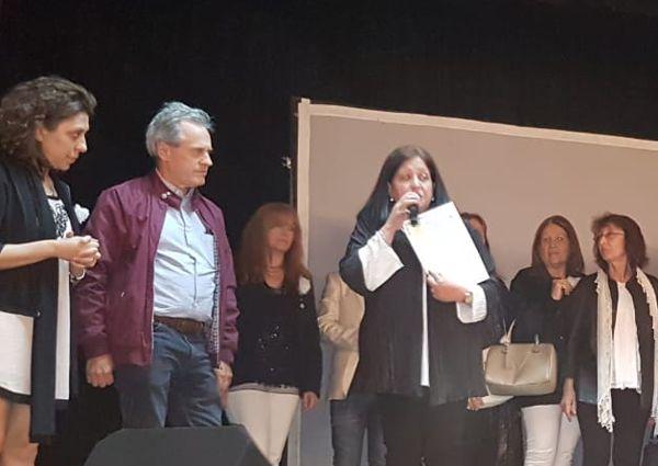 El Dr. Horacio Bolla, director del Hospital Durand recibe la donación del Rotary Club La Veleta de Caballito.