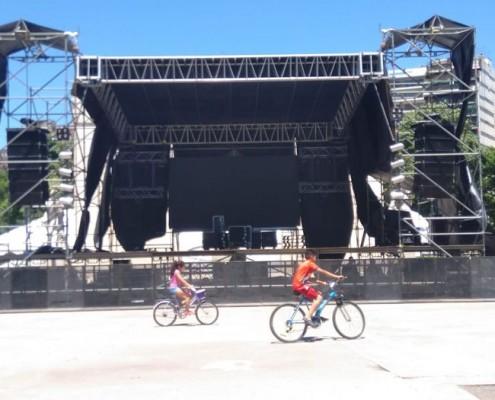 Preparando el escenario para el evento del miércoles 21.