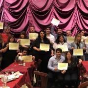 Los editores con sus diplomas de reconocimiento a sus trayectorias.