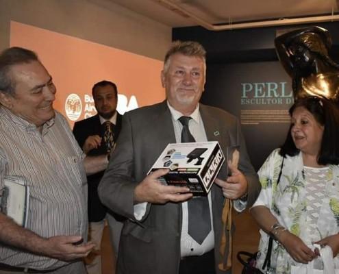 Darío Klehr, junto a Arnaldo Goenaga, director de ABC y Marina Bussio.