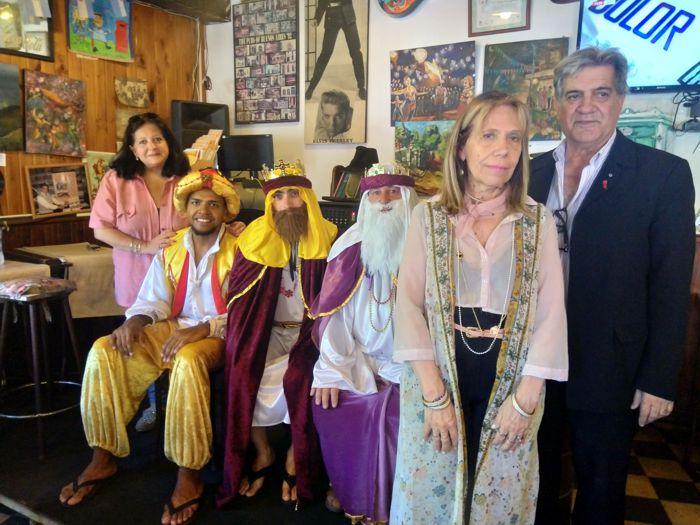 Los Reyes Magos junto a integrantes de Rotary Club.