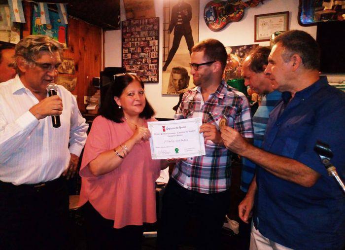 Toto Evangelista (El Viejo Buzón), Marina Bussio (Revista Horizonte), Sergio Mosquera (La Cofradía de Caballito) y Luis Battaglia (Revista Los Palabradores) entregaron los diplomas.