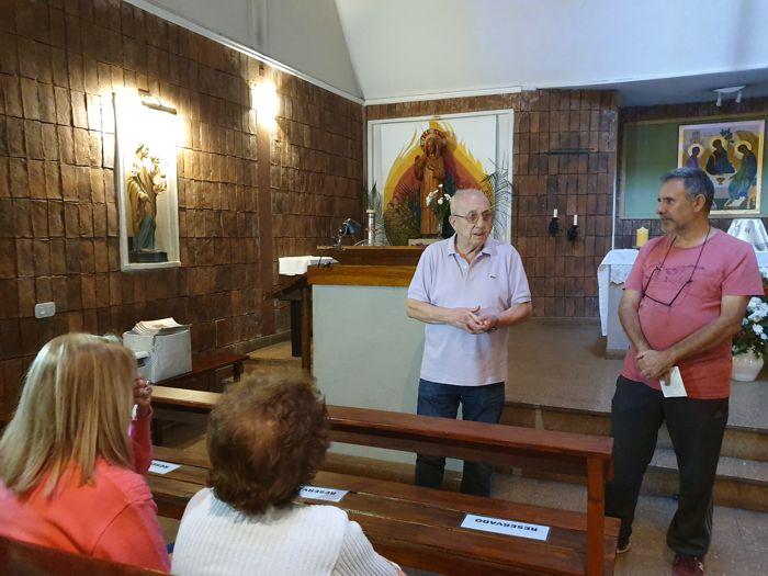 Rodolfo, de la parroquia María Madre de la Iglesia, recibió a los vecinos.