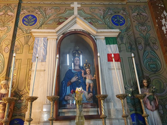 Altar dedicado a Nuestra Señora de las Nieves, vicepatrona de Buenos Aires.