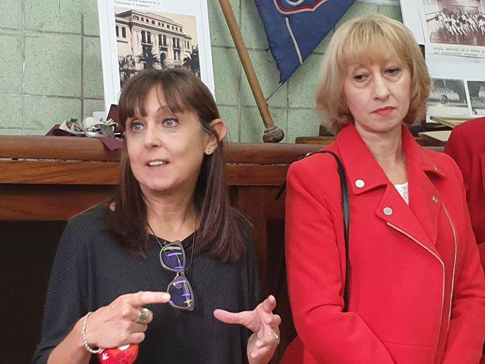 Profesoras Claudia Calió y Alicia Di Pinto, directora y exdirectora del colegio.