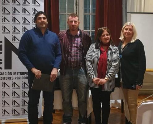 Mario Bruno, Hernán Vizzari y Marina Bussio, de AMEP junto a la Prof. Nelly Pareja, presidente de Junta Central de Estudios Históricos.