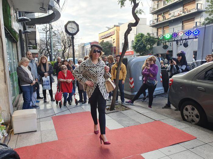 Desfile en Av La Plata al 100