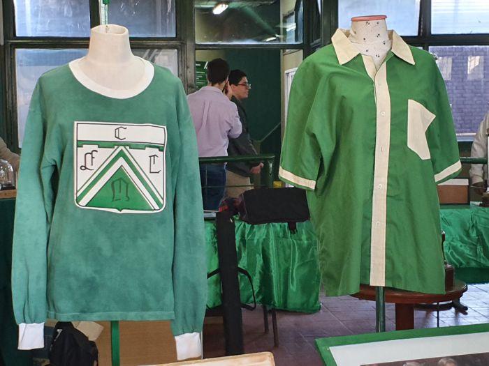 Antiguas camisetas en la muestra del Museo Marrapodi