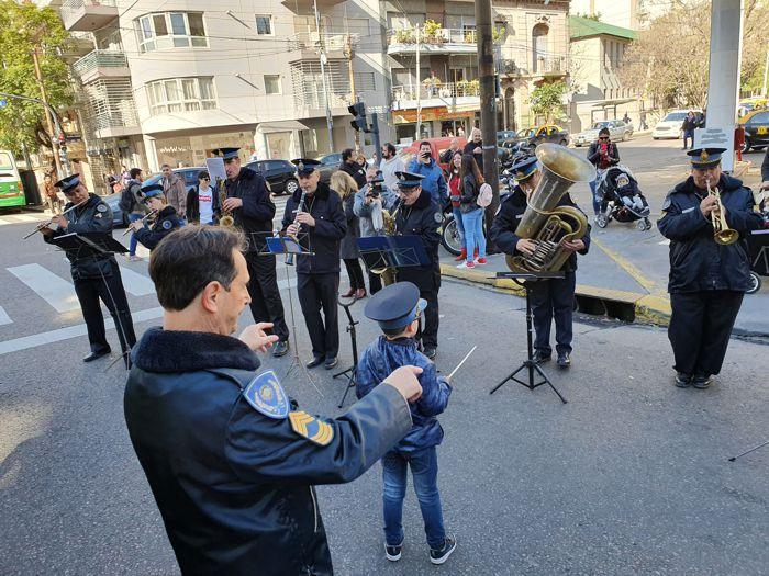 La Banda de Música de la Policía Federal interpretó el Feliz Cumpleaños.
