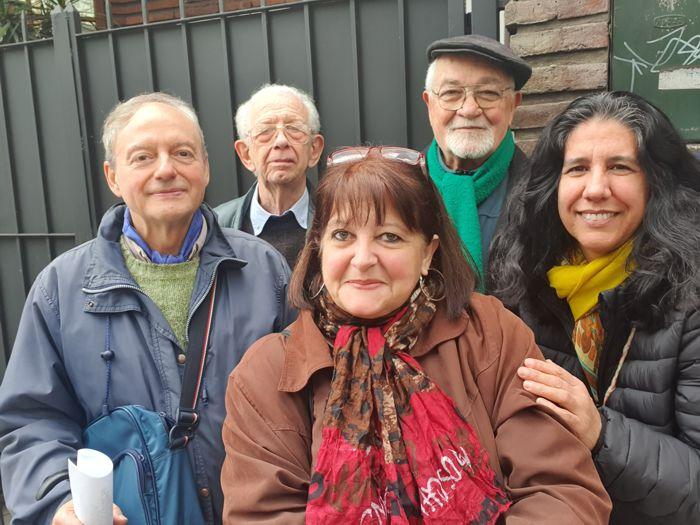 Kelly con iCarlos, José, Bettina y Marina, integrantes de la Junta de Estudios Históricos del Caballito.
