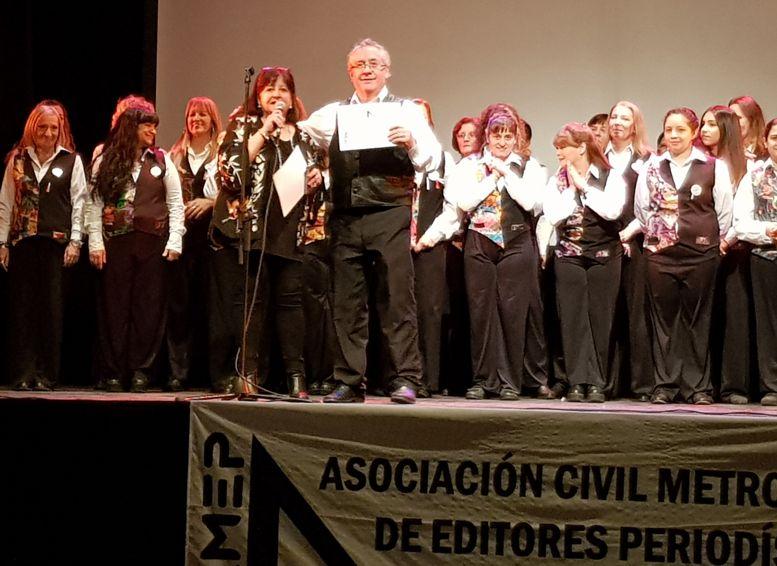 Diploma de reconocimiento para el director del Coro, Raúl Fritzsche.