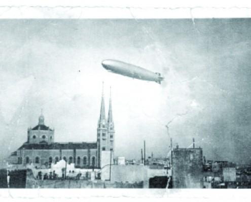 El dirigible Graf Zeppelin sobrevuela la parroquia Nuestra Señora de Buenos Aires, Gaona y Espinosa.