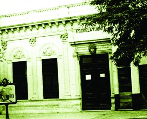 El Colegio Primera Junta en su segunda  ubicación, Rivadavia 5245.