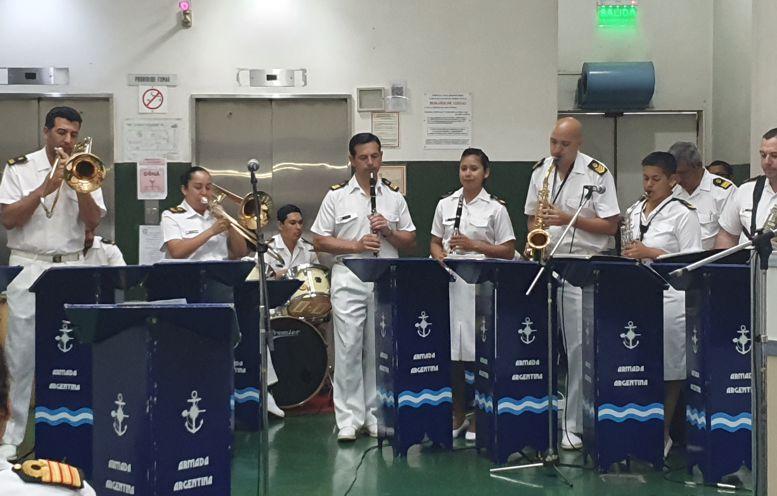 Actuación de la Orquesta de la Armada en el cierre del evento