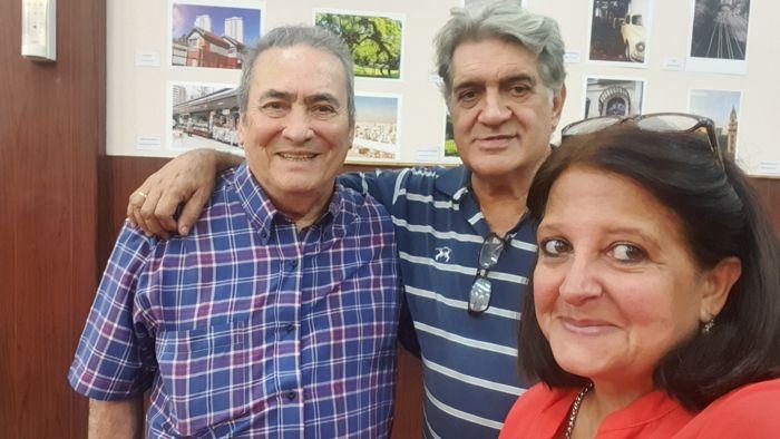 Arnaldo Goenaga (Periódico ABC) y Marina Bussio (revista Horizonte) junto a Felipe Evangelista, responsable del Café El Viejo Buzón.