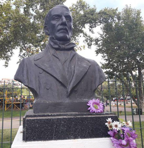 Busto del Gral. Don José de San Martín en Parque Cntenario, autor Juan Patrizzi.