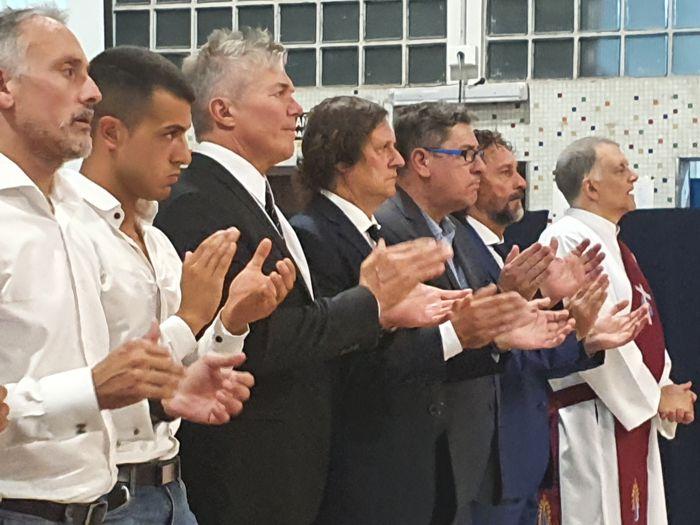 El Dr. Fernando Burlando y su equipo en la primera fila