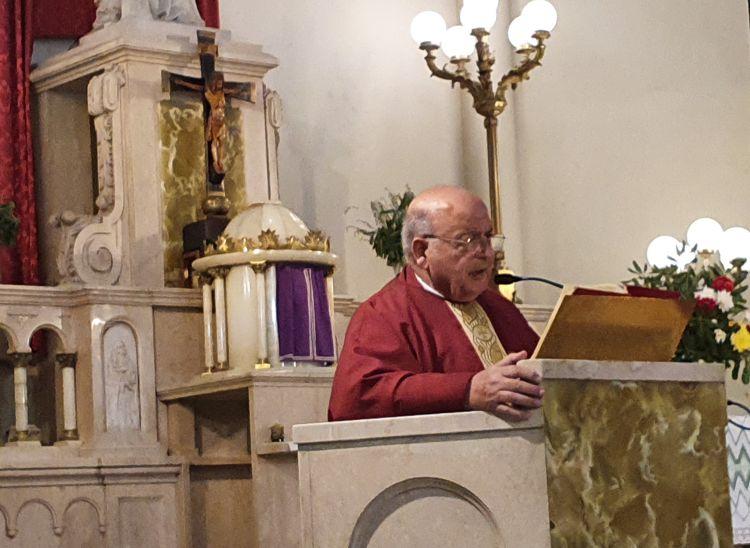 Monseñor Antonio Aloisio durante su mensaje a la comunidad.