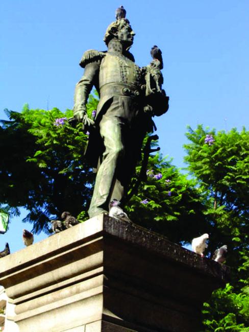 Monumento a Azcuénaga, inaugurado en diciembre de 1910.