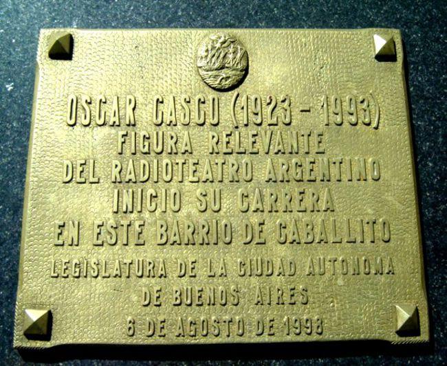 Placa homenaje a Oscar Casco colocada por la Legislatura.