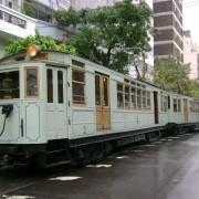 Los antiguos coches Nro 2 y 3 en perfecto estado, protegidos por la Asociación Amigos del Tranvía