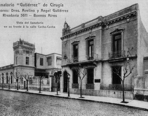 El sanatorio Gutiérrez, construido en el predio de la segunda esquina del Caballito, con su frente sobre Cucha-Cucha, actual Federico García Lorca. (colección Alejandro Bassignani)., C. 1950.