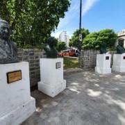 Los bustos que están hoy en Parque Centenario son los de  Yrigoyen, Illia, Perón y Eva Perón.