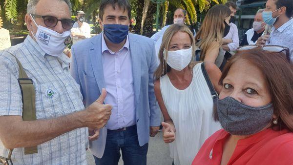 Los legisladores Ariel Alvarez Palma y Carolina Estebarena con Sergio Mosquera y Marina Bussio. impulsores de la declaración de la Legislatura-