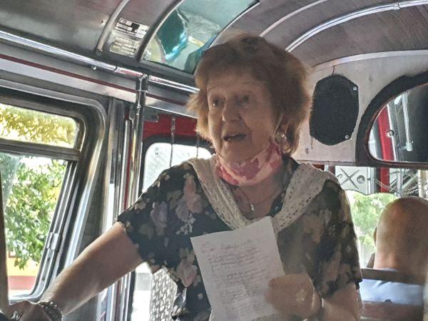 La Profesora Nora Díaz  recitó su poema dedicado a la Veleta.