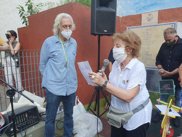 La profesora Nora Diaz y su poema dedidado a Sui Generis.