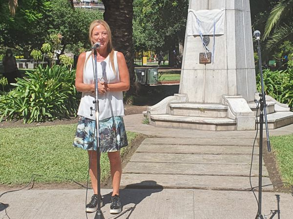 La legisladora Carolina Estebarena felicitó a los vecinos.