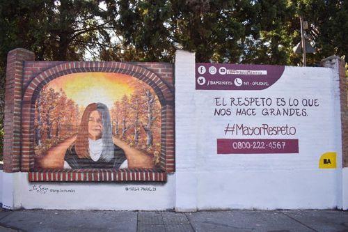 En los últimos días fue inaugurado un nuevo mural, tapando al anterior.