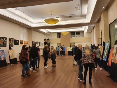 Salón principal donde expusieron más de 60 artistas.